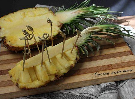 Come tagliare e servire l'ananas
