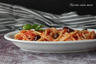 spaghetti alla chitarra con sugo alle olive
