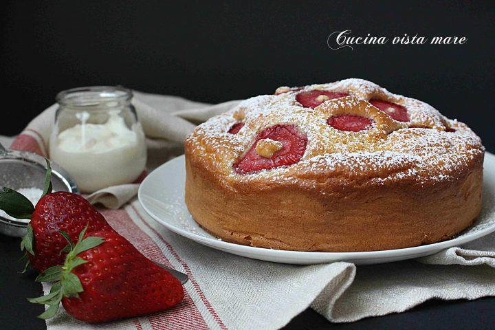 Torta yogurt e fragole Cucina vista mare