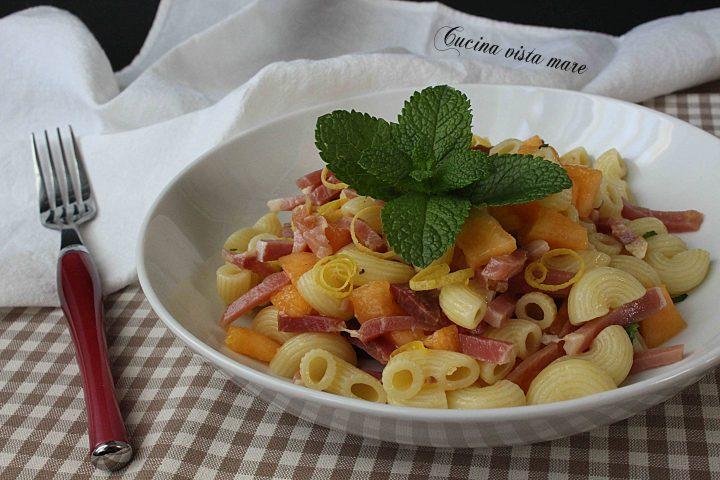Insalata di pasta con melone e speck Cucina vista mare