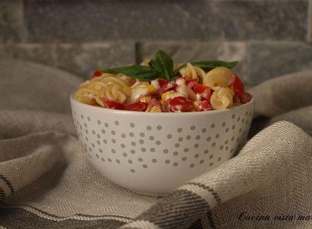 Pasta fredda con mais e pomodorini