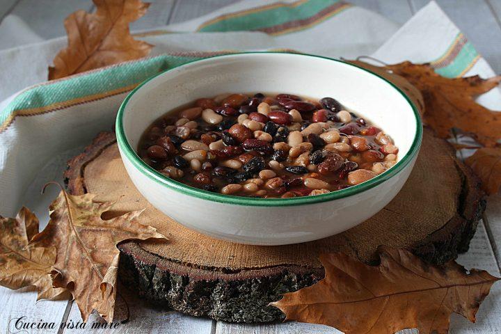 Zuppa di fagioli misti nella slow cooker Cucina vista mare