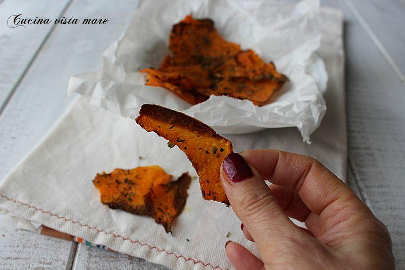 Chips di zucca alle erbe mediterranee