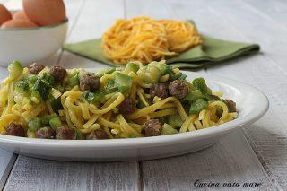 Spaghetti alla chitarra con zucchine e polpettine Cucina vista mare