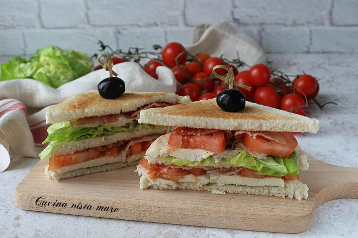 Clubhouse sandwich Cucina vista mare