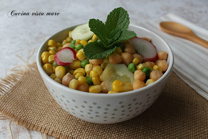Insalata di legumi e ravanelli Cucina vista mare