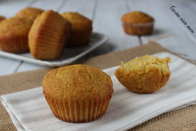 Muffin salati con emmenthal e pinoli