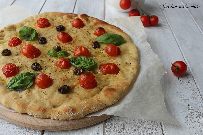Schiacciata pomodorini e olive