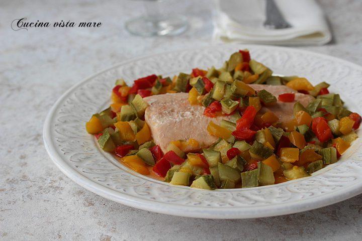 Filetto di salmone con verdure Cucina vista mare