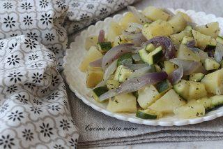 Contorno di patate cipolle e zucchine Cucina vista mare