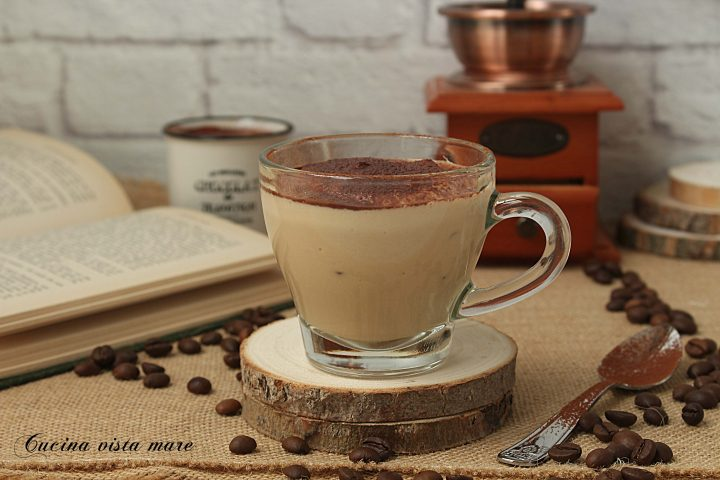 Crema di yogurt al caffè light Cucina vista mare