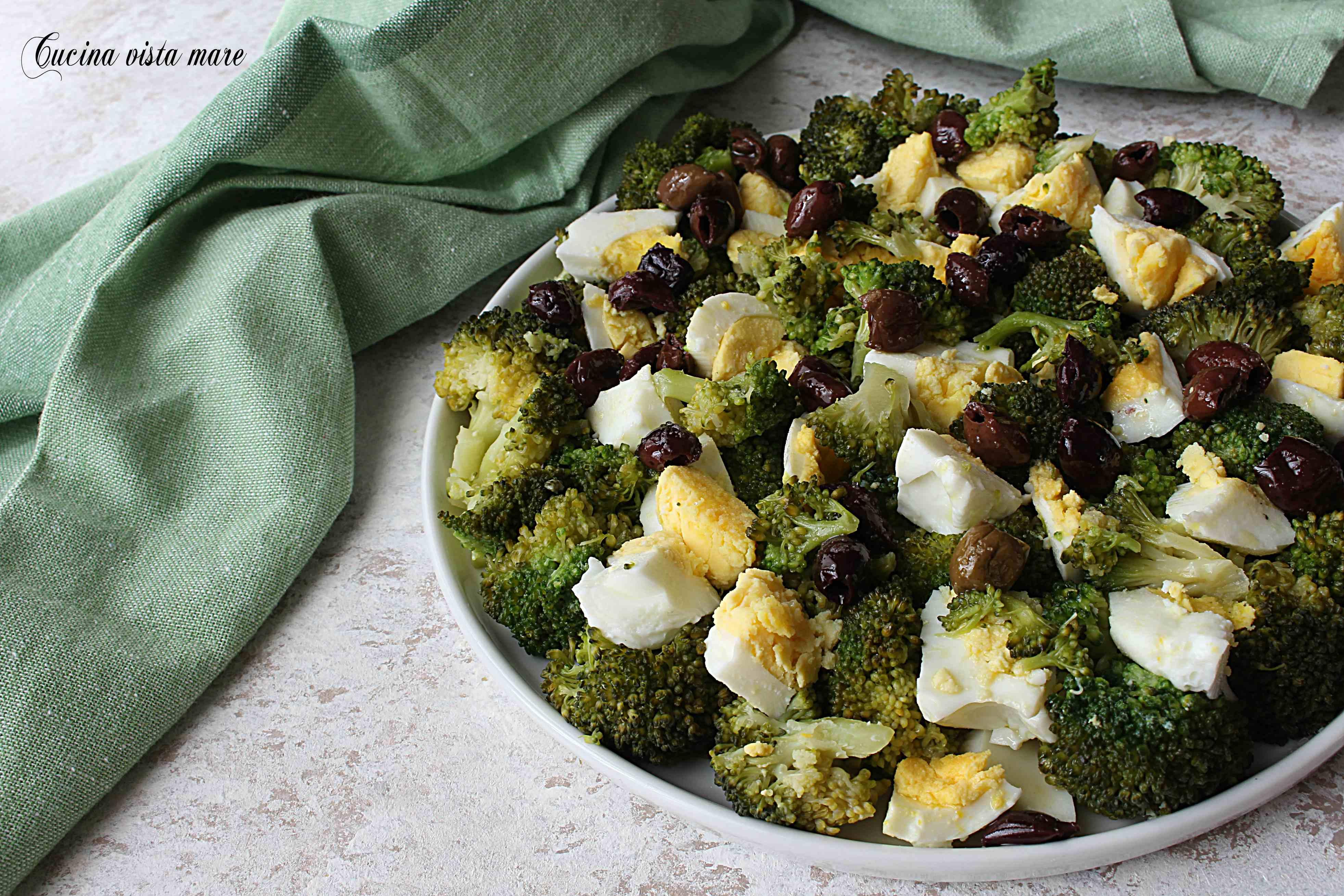 Insalata di broccoli olive e uova sode Cucina vista mare