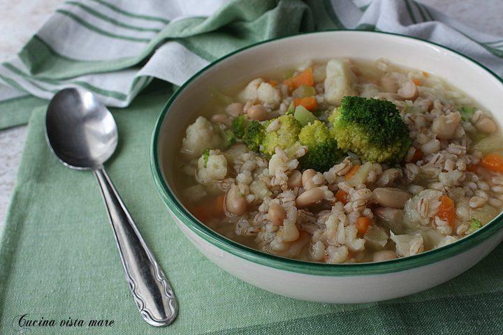 Minestrone di orzo e verdure Cucina vista mare