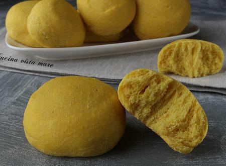 Girelle di pane allo zafferano