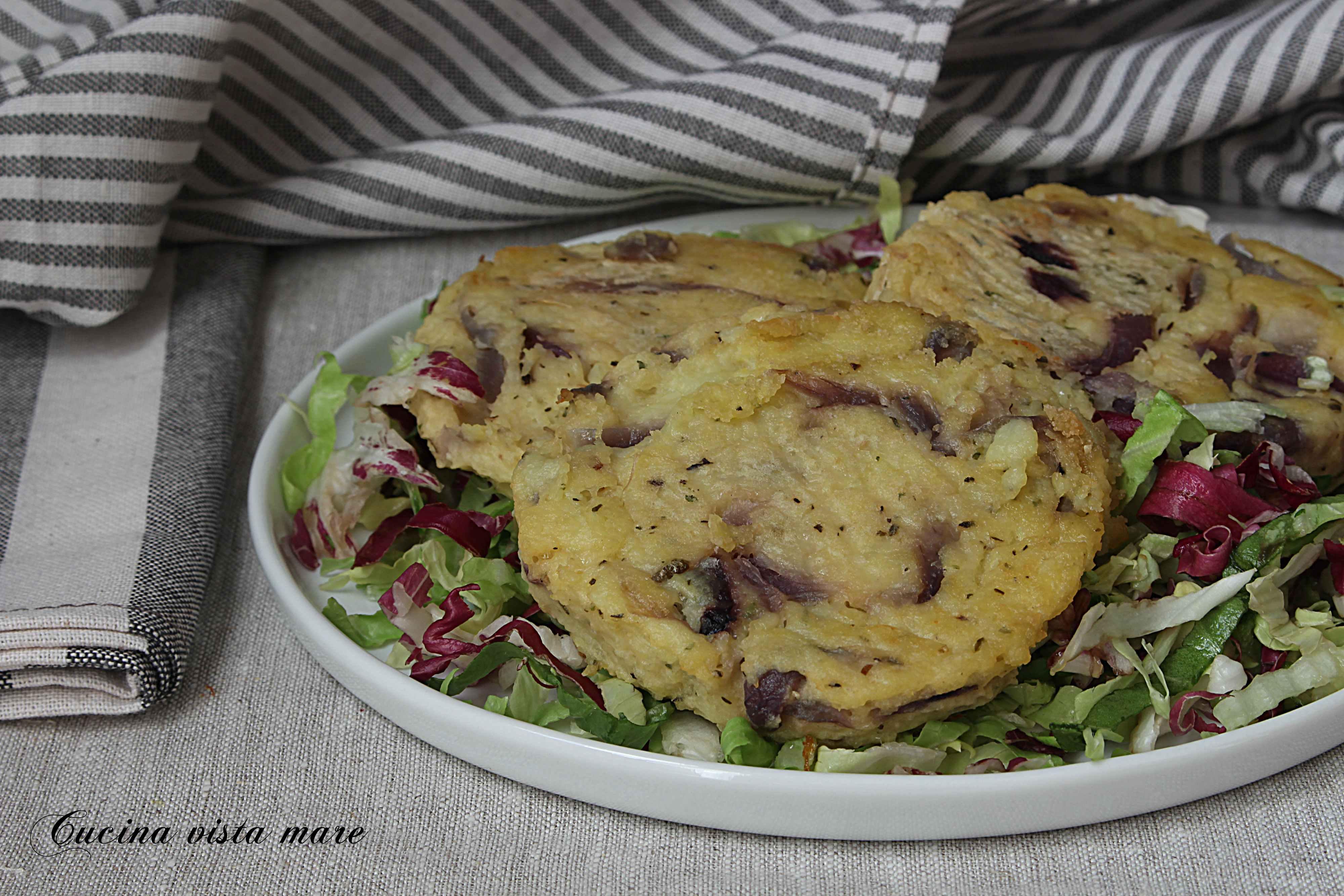 Burger di patate con cipolle rosse Cucina vista mare