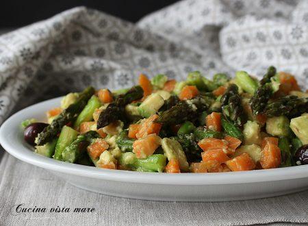 Insalata di avocado e asparagi