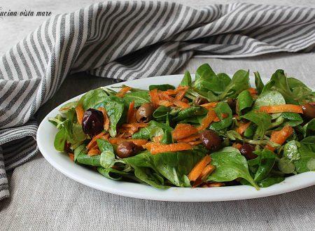 Insalata di valeriana carote e olive