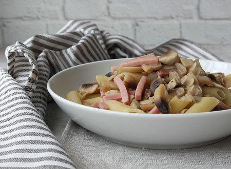 Pasta fredda con funghi e prosciutto cotto