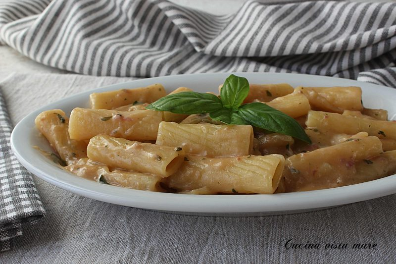 Pasta pomodoro e mozzarella nel Monsieur Cuisine