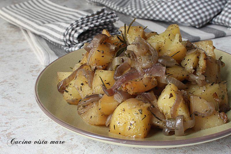 Patate con cipolle di Tropea nella slow cooker