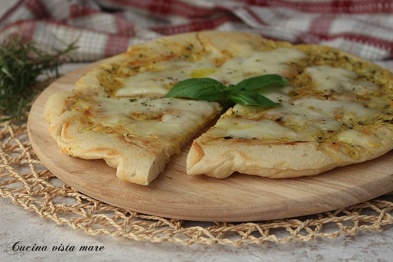 Pizza con patate in padella