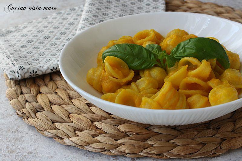 Pasta con crema di peperoni gialli