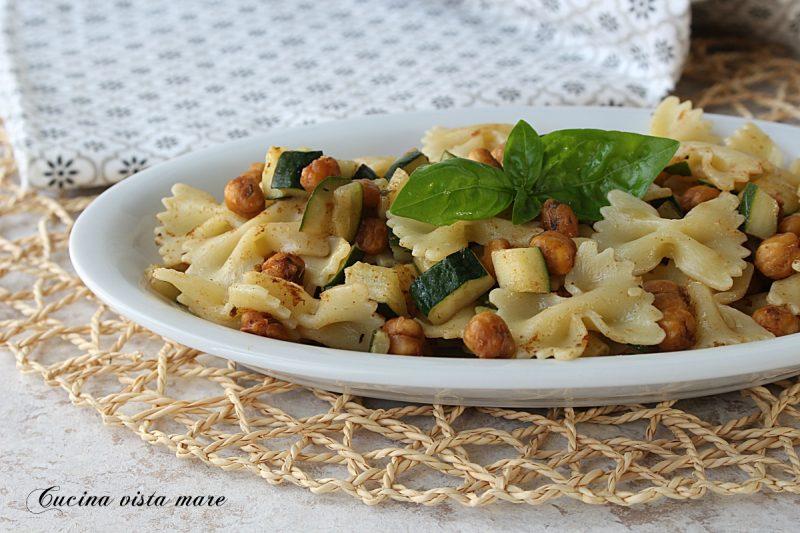 Pasta fredda con ceci e zucchine