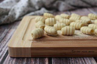 Gnocchi di patate con pasta maker Cucina vista mare
