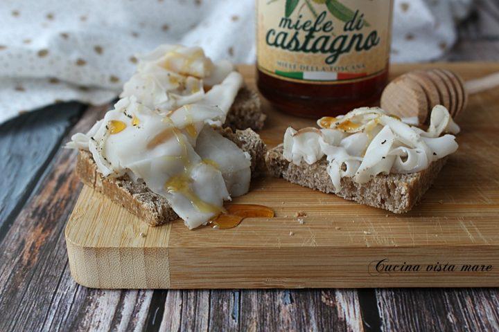 Bruschette lardo e miele di castagno Cucina vista mare