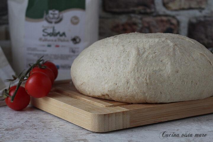 Pizza di farina solina fatta in casa Cucina vista mare