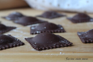 Ravioli al cacao Cucina vista mare