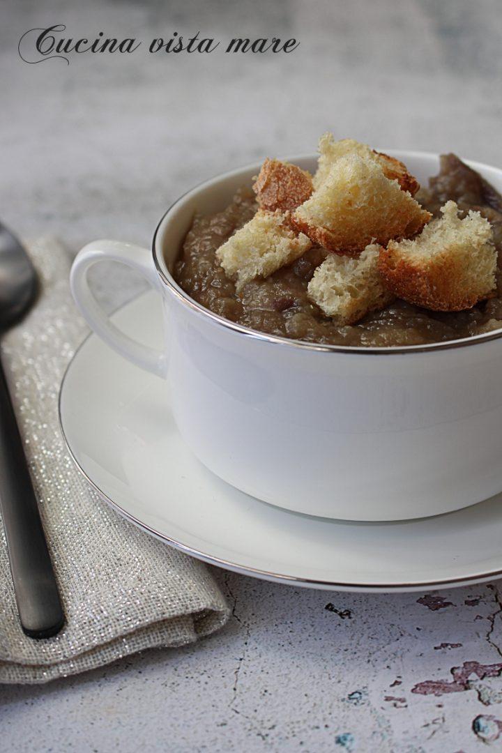 Zuppa di cipolle e patate Cucina vista mare