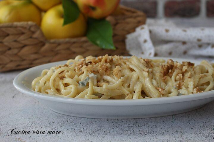 Fettuccine gorgonzola e noci Cucina vista mare