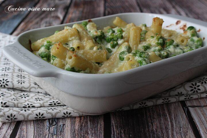Pasta al forno con piselli e ricotta Cucina vista mare