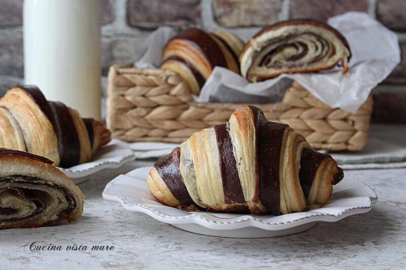 Croissant bicolore sfogliati