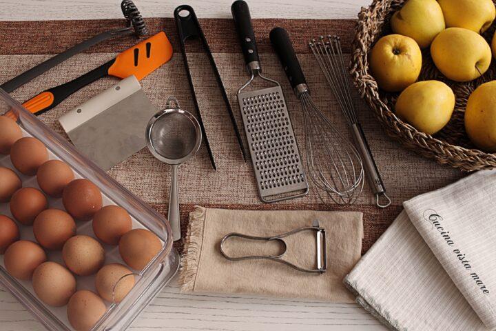 Gli indispensabili in cucina Cucina vista mare