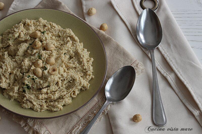 Hummus di ceci e carciofini