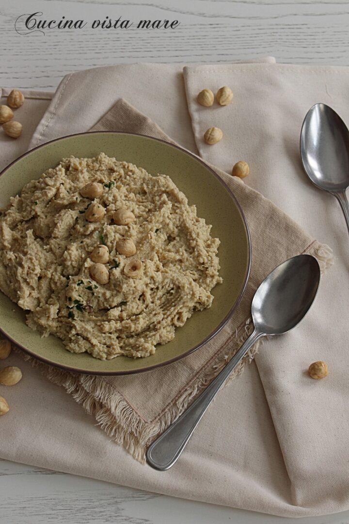 Hummus di ceci e carciofini Cucina vista mare