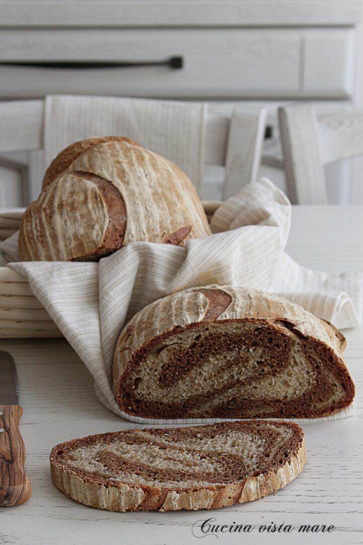 Pane bicolore Cucina vista mare