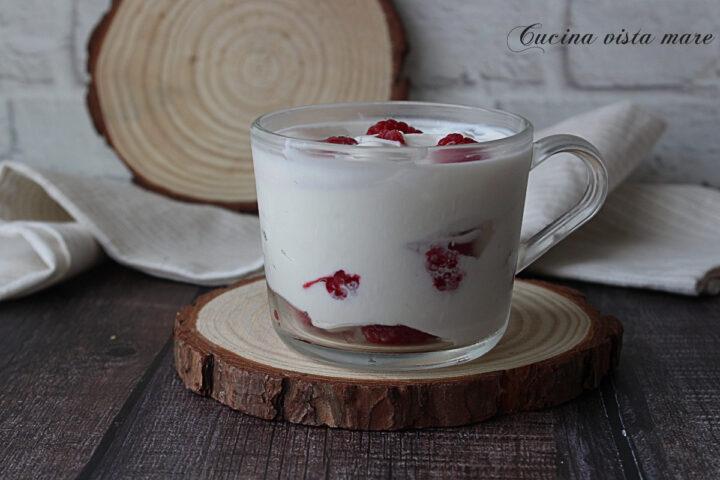 Bowl di yogurt e lamponi Cucina vista mare