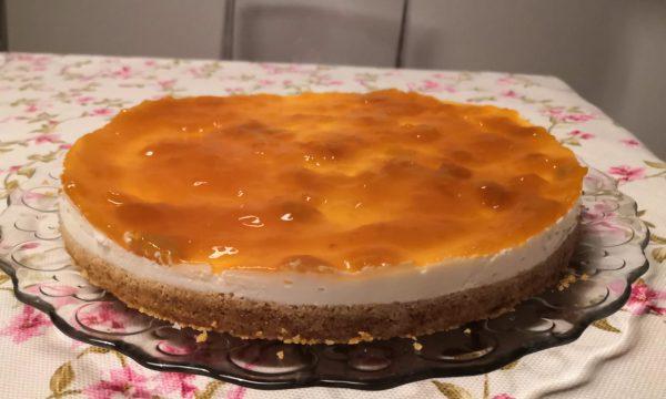 Cheesecake con yogurt greco e marmellata di albicocche