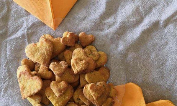 Biscotti salati di grana e noci
