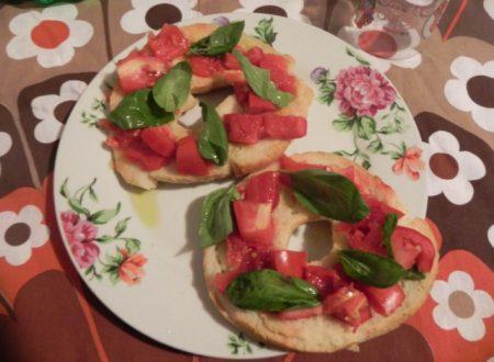 friselle condite pomodoro e basilico