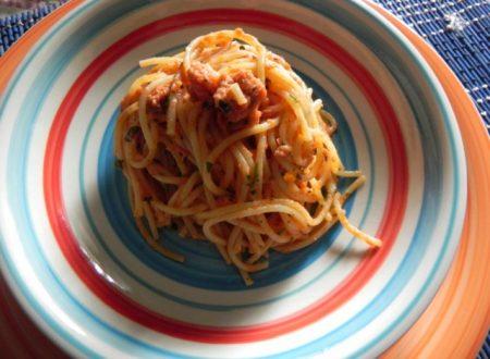 spaghetti piccanti al sugo di tonno