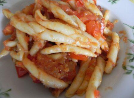 strozzapreti con pomodori e mollica di pane