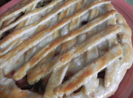 crostata salata di pasta al vino con zucchine,prosciutto e fontal