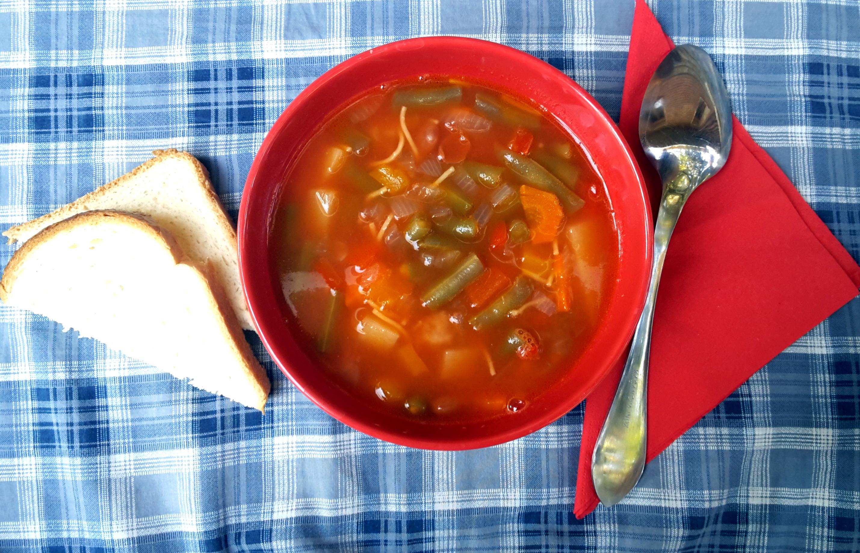 Zuppa di fagiolini verdi con verdure
