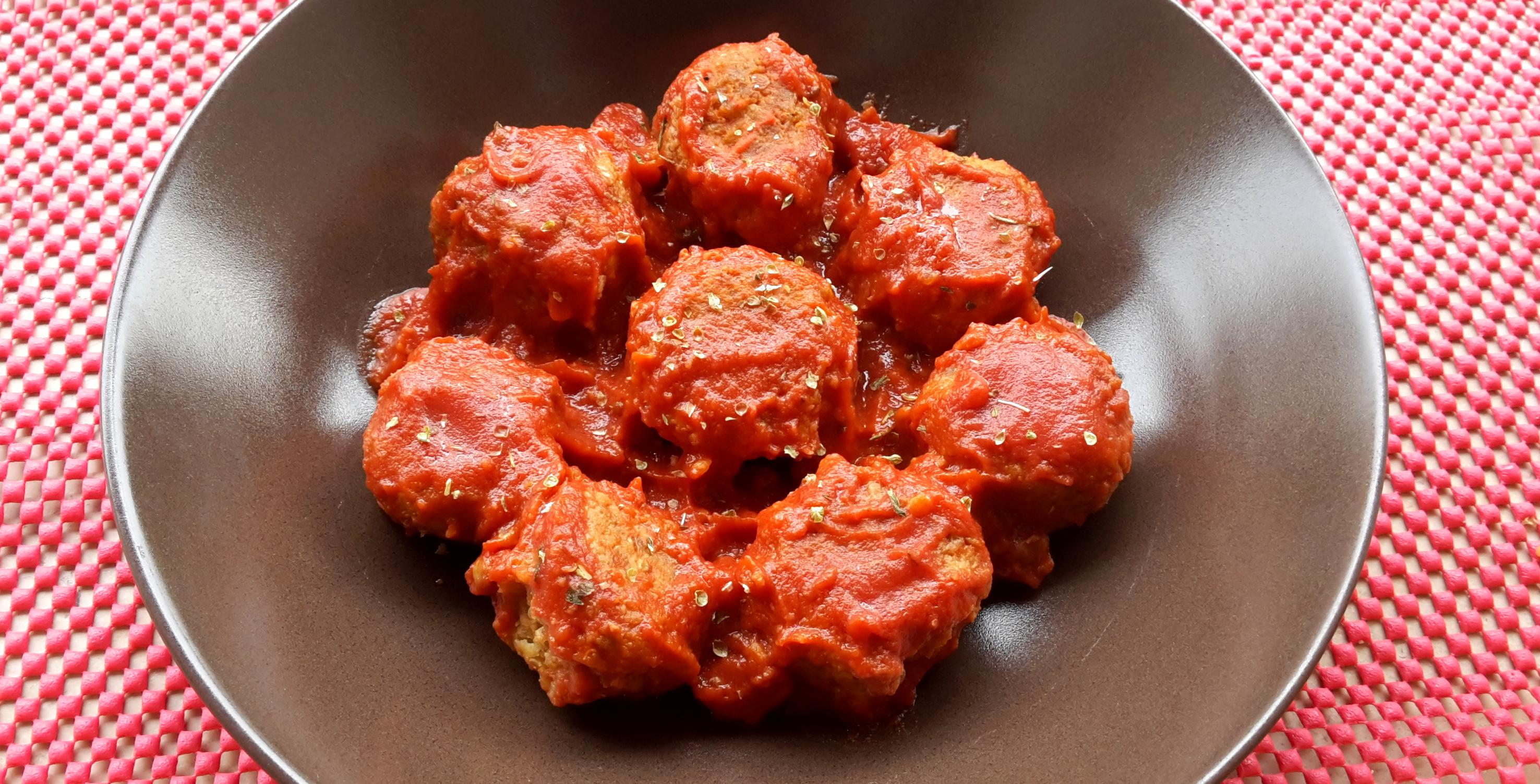 Polpette di quinoa e lenticchie con sugo di pomodoro