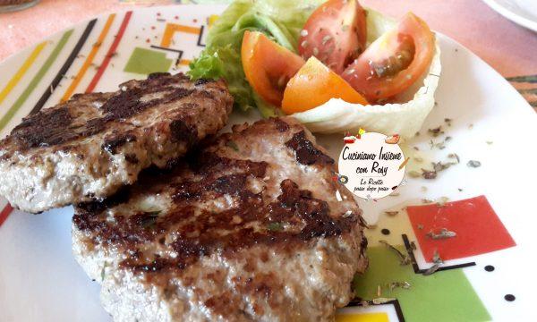 Hamburger di carne fatti in casa – semplici, veloci e genuini