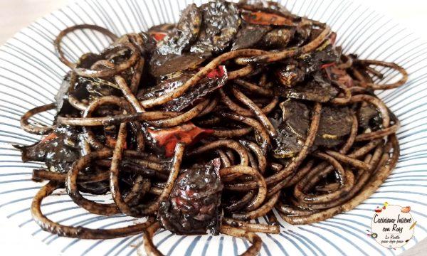 Spaghetti di farro al nero di seppia e zucchine